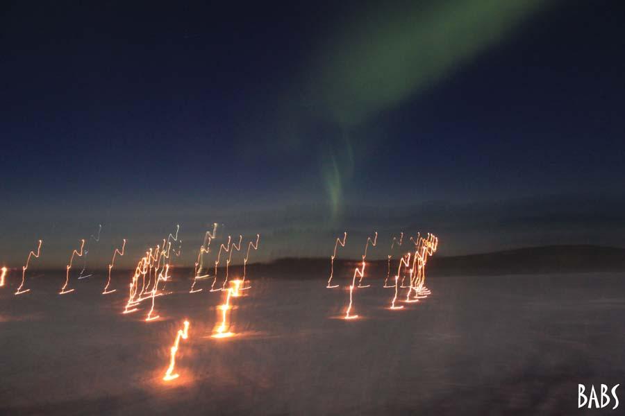 Photo de jeux de lumières en Laponie. Aurore boréale.