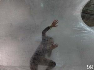 Paris, Plais de Tokyo, installation en cellophane