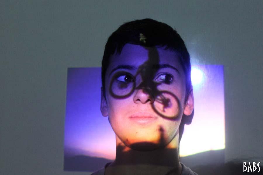 Tatouage lumineux sur visage