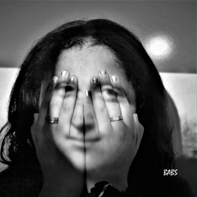 Joconde en tatouage sur visage jeune fille